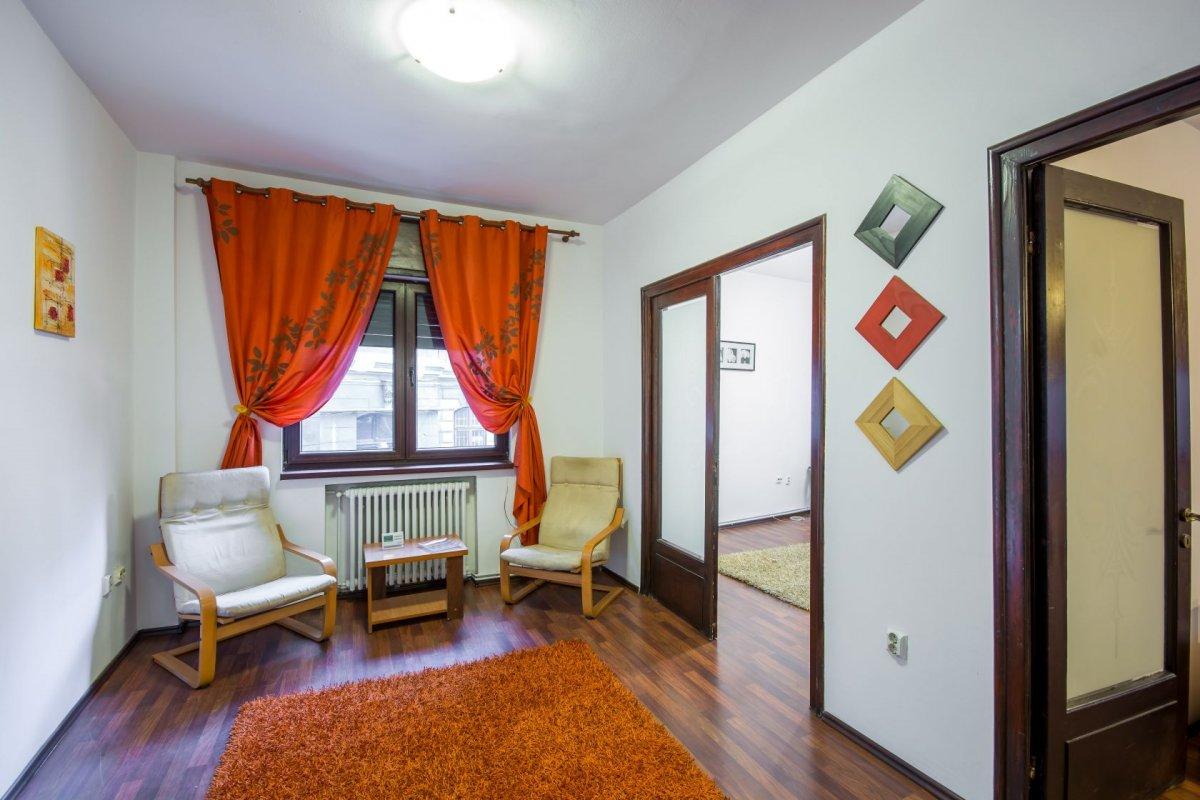 Armeneasca 10 minute de Universitate metrou pozitie ultracentrala. 10
