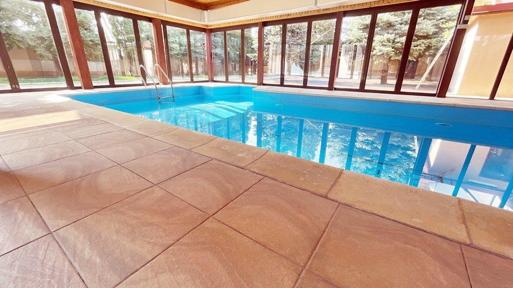 Vila S+P+1+M cu piscina acoperita si gradina superba 17