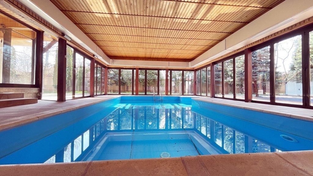 Vila S+P+1+M cu piscina acoperita si gradina superba 18